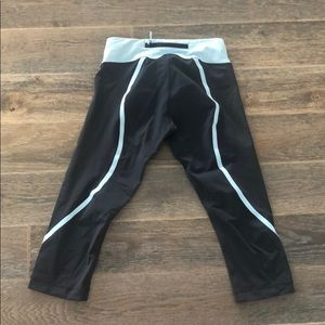 Lulu capris perfect condition size 6